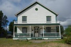 Een oud gebouw bij adelaar Alaska Stock Fotografie