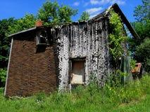 Een oud gebroken huis Stock Foto's