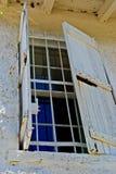 Een oud houten blind behandelt het buitenvenster bij de St Tekensvuurtoren royalty-vrije stock foto