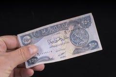 Een oud Iraaks bankbiljet stock foto's