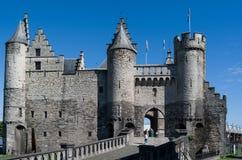 Een oud kasteel door het overzees in Amsterdam, Nederland stock foto's