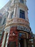 Een oud klassiek gebouw in stad in Europa, Oost-Europa, Dnipro, de Oekraïne stock foto's