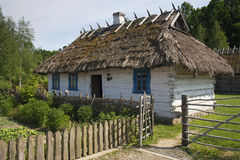 Een oud Oekraïens huis in een openluchtmuseum Stock Afbeelding
