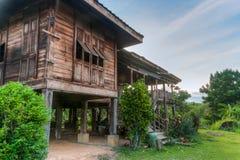 Een oud oud huis van honderdenjaren, Uttaradit, Thailand Stock Fotografie