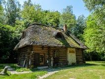 Een oud Pools plattelandshuisjehuis Stock Foto's