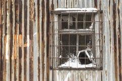 Een oud roestig venster royalty-vrije stock fotografie