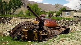 Een oud-school, gebroken tank stock video