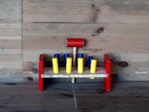 Een oud stuk speelgoed in verschillende kleuren stock foto