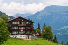 Een oud traditioneel Zwitsers Chalet in de beroemde Zwitserse skitoevlucht van Murren royalty-vrije stock afbeelding