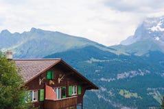Een oud traditioneel Zwitsers Chalet in de beroemde Zwitserse skitoevlucht van Murren royalty-vrije stock foto's