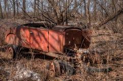 Een oud veronachtzaamd Landbouwbedrijf en een Materiaal van de medio-Twintigste Eeuw binnen royalty-vrije stock foto