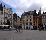 Een Oud Vierkant in Frankrijk stock afbeeldingen