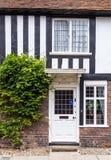 Een oude baksteen en een houten die huis in Rogge, Kent, het UK wordt gezien Stock Foto's