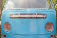 Een Oude blauwe Auto Royalty-vrije Stock Afbeelding