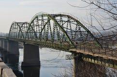 Een oude brug stock afbeelding