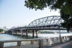 Een oude brug bouwde 1933 in Guangdong, Guangzhou-Provincie, China in, is een volledige staalstructuur genoemd Haizhu-Brug Stock Foto