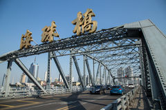 Een oude brug bouwde 1933 in Guangdong, Guangzhou-Provincie, China in, is een volledige staalstructuur genoemd Haizhu-Brug Stock Fotografie