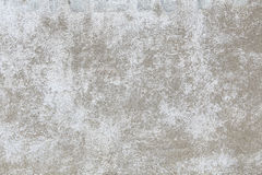 Een oude concrete die muur, in wit, met beschadigde verf wordt geschilderd Achtergrond voor uw ontwerp Stock Afbeeldingen