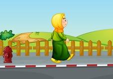 Een oude dame die langs de weg lopen stock illustratie