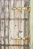 Een oude deur met afschilferende verf Stock Foto