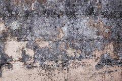 Een oude gebroken, beschimmelde muur van een huis Royalty-vrije Stock Afbeelding