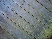 Een oude houten die muur van pijnboom wordt gemaakt stock foto