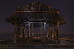 Een oude hut door het overzees stock afbeelding