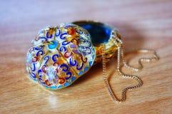 Een oude juwelendoos stock afbeelding