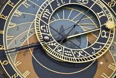 Een oude klok in Praag Stock Fotografie