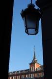 Een oude lamp met Pleinmajoor in Madrid, Spanje Royalty-vrije Stock Fotografie