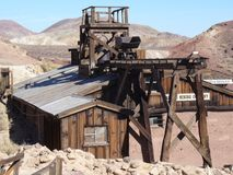 Een oude mijn in de woestijn van Nevada stock foto