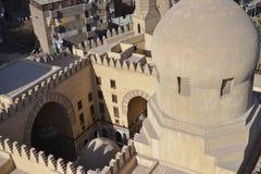 Een oude moskee in Kaïro stock foto's
