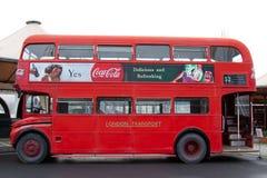 Een oude rode bus Stock Fotografie