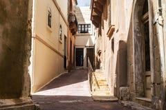 Een oude steeg in Siggiewi, Malta royalty-vrije stock fotografie