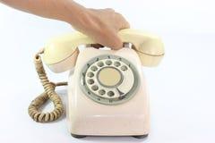 Een oude telefoon dail met hand Stock Afbeeldingen