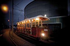 Een oude tram als toeristische attractie stock foto's