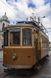 Een oude tram in de stad van Porto, Portugal Stock Fotografie
