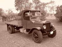 EEN OUDE VRACHTWAGEN VAN DE ERA VAN 1920 stock foto