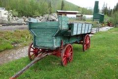 Een oude wagen op vertoning stock foto