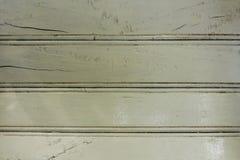 Een oude witte geschilderde houten omheiningsraad met barsten Horizontale lijnen natuurlijke oppervlaktetextuur royalty-vrije stock fotografie