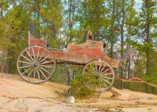 Een ouderwetse wagen op de noordwestengebieden stock afbeeldingen