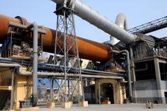 Een oven van het droog-proces roterende cement stock fotografie