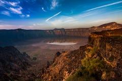 Een overweldigende mening van de Al Wahbah-krater op een zonnige dag, Saudi-Arabië stock foto