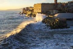 Een overzees strorm in Genua, Italië in december 2011 stock fotografie