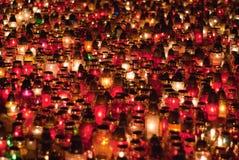 Een overzees van kaarsen in begraafplaats Wroclaw Stock Afbeelding