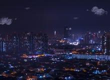 Een overzees van lichten in de stad: luchtnachtmening van Petaling Jaya Stock Fotografie