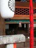 Een paar architecturale details bij een Japans gebouw in Japan stock afbeelding