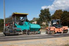 Een paar asfalt het bedekken machines royalty-vrije stock fotografie