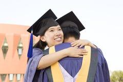 Een paar gediplomeerden Stock Foto's