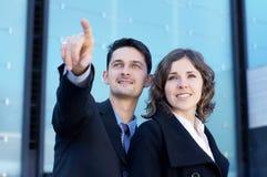 Een paar jonge en aantrekkelijke businesspersons Royalty-vrije Stock Fotografie